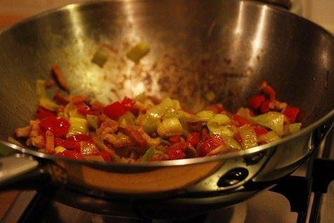 Wok de groente met spekjes