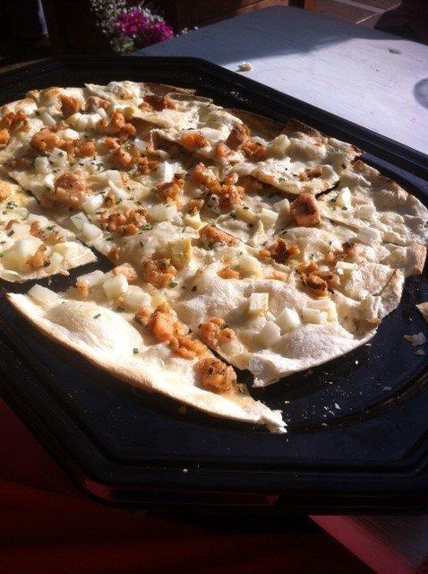 Pizza met asperges en zalm