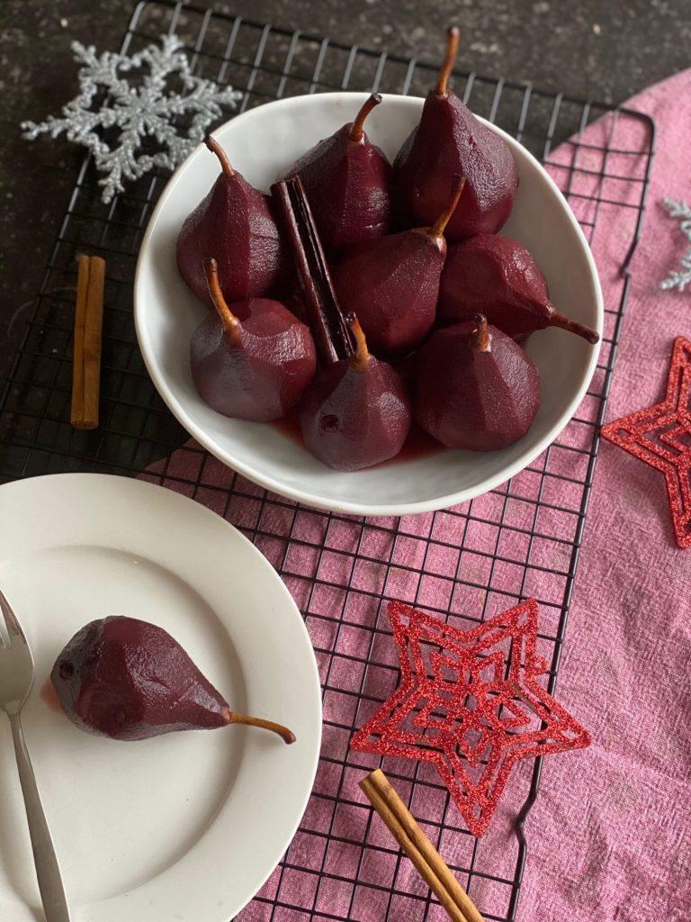 Stoofpeertjes recept gekookt in rode wijn - Foodblog Foodinista