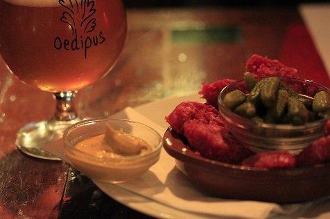 Amsterdamse Ossenworst uit de Jordaan met zuur en mosterd natuurlijk