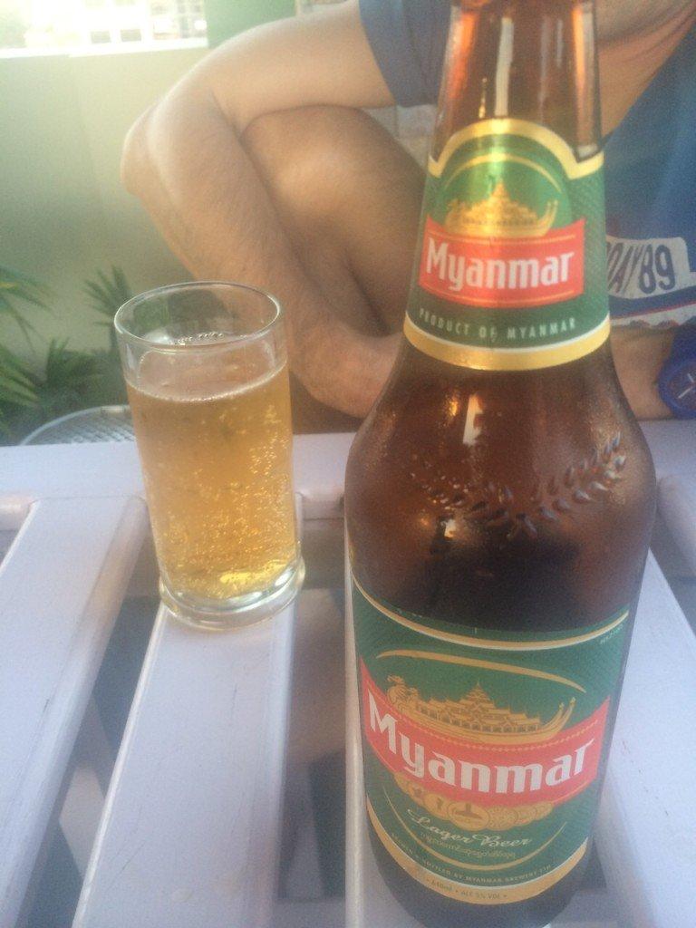 Mayanmar bier lekker eten in Mandalay