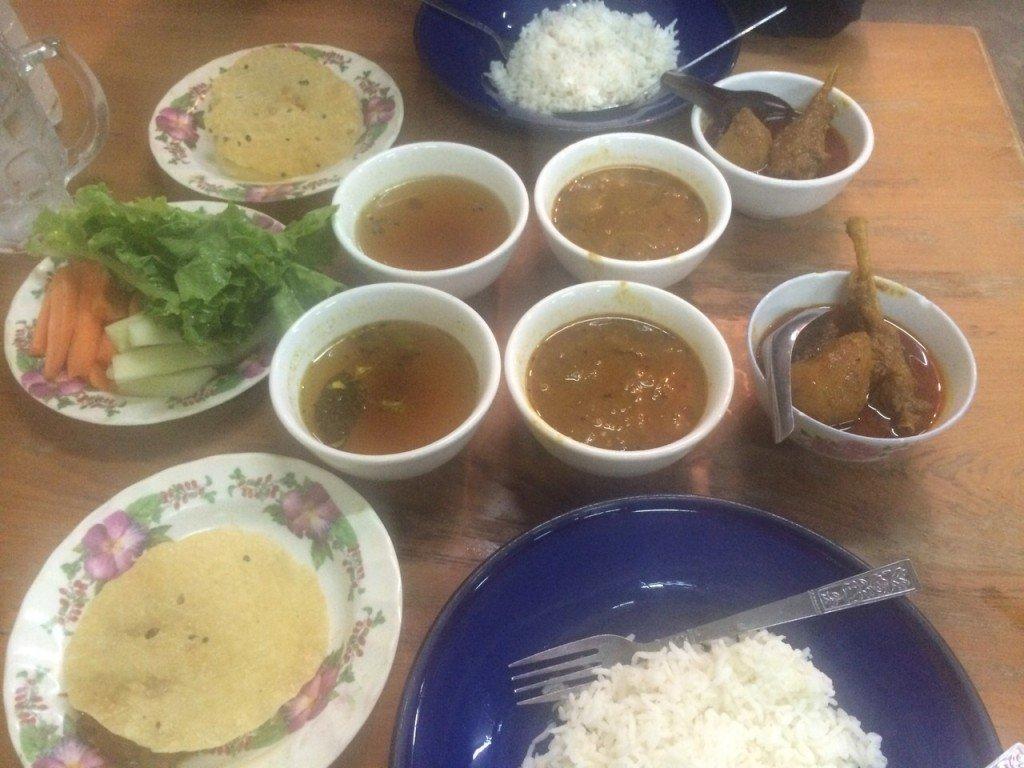 Het avondeten in Mandaly lekker eten in Mandaly in Mayanmar