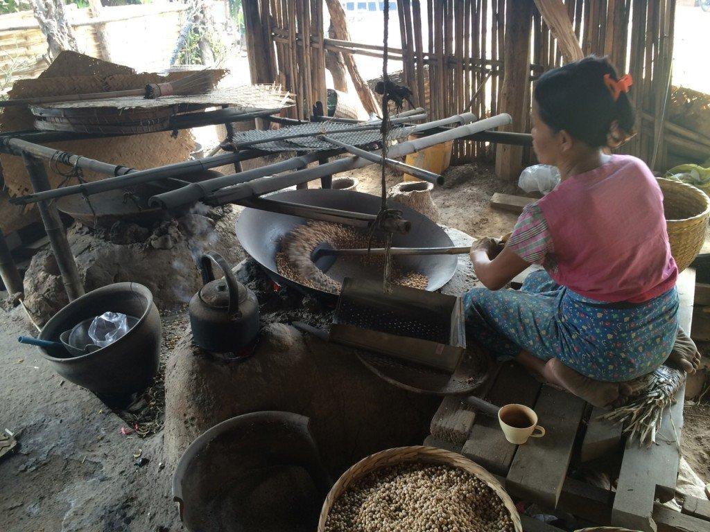 Kikkererwten in eten in Inle Lake myanmar een gezonde snack
