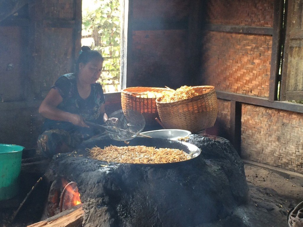 Chips maken Inle Lake Myanmar