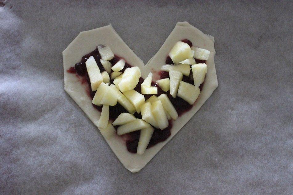 Valentijnshart met kersen en appels recept