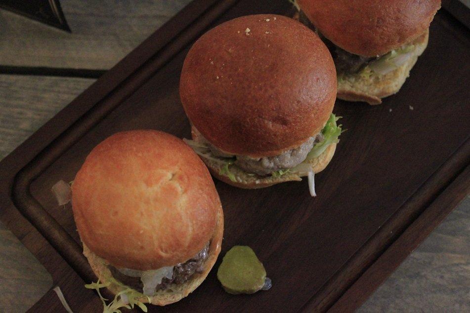 Lekker burgers eten in Rotterdam bij Burger Club