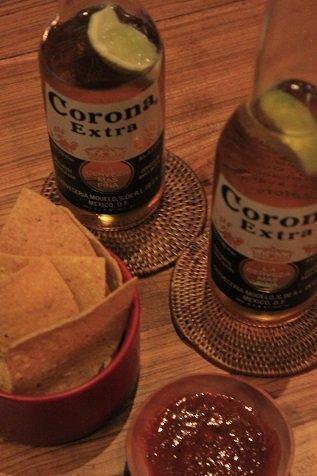 Corona en nachos met verse homemade dip bij cantina 023 in haarlem