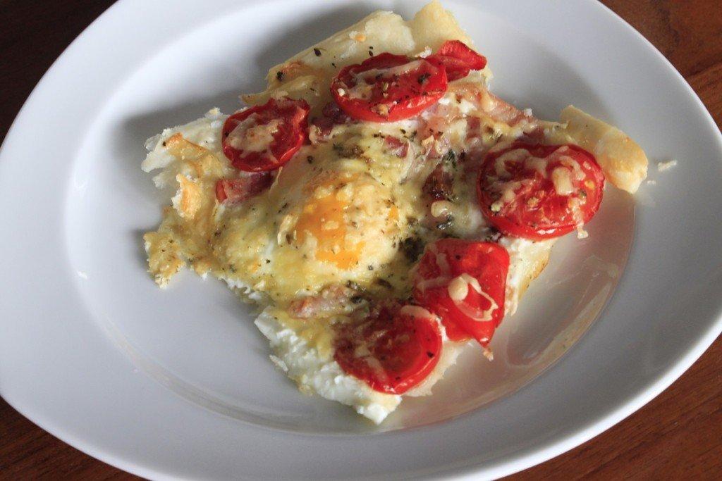 Plaattaart met ei, tomaat en kaas pasen recept ontbijt brunch lunch