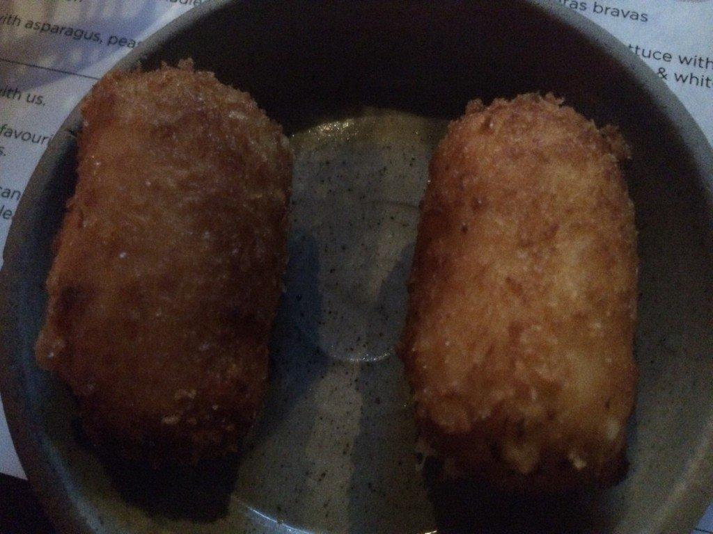 Lekker eten in Melbourne bij Bomba kroketjes met leek en serrano