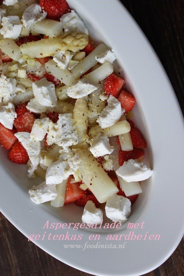Aspergesalade met aardbeien en geitenkaas - Asperge recepten ideeën van Foodblog Foodinista