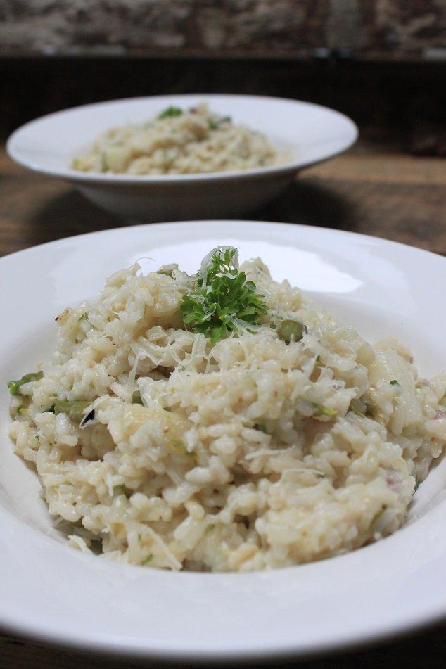 Risotto met witte en groene asperges