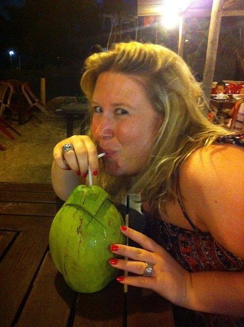 Verse tropische kokosnoten in Azië eten op reis foodinista foodblog