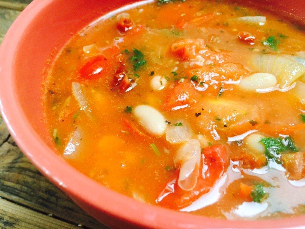 Italiaanse tomatensoep met witte bonen foodblog Foodinista