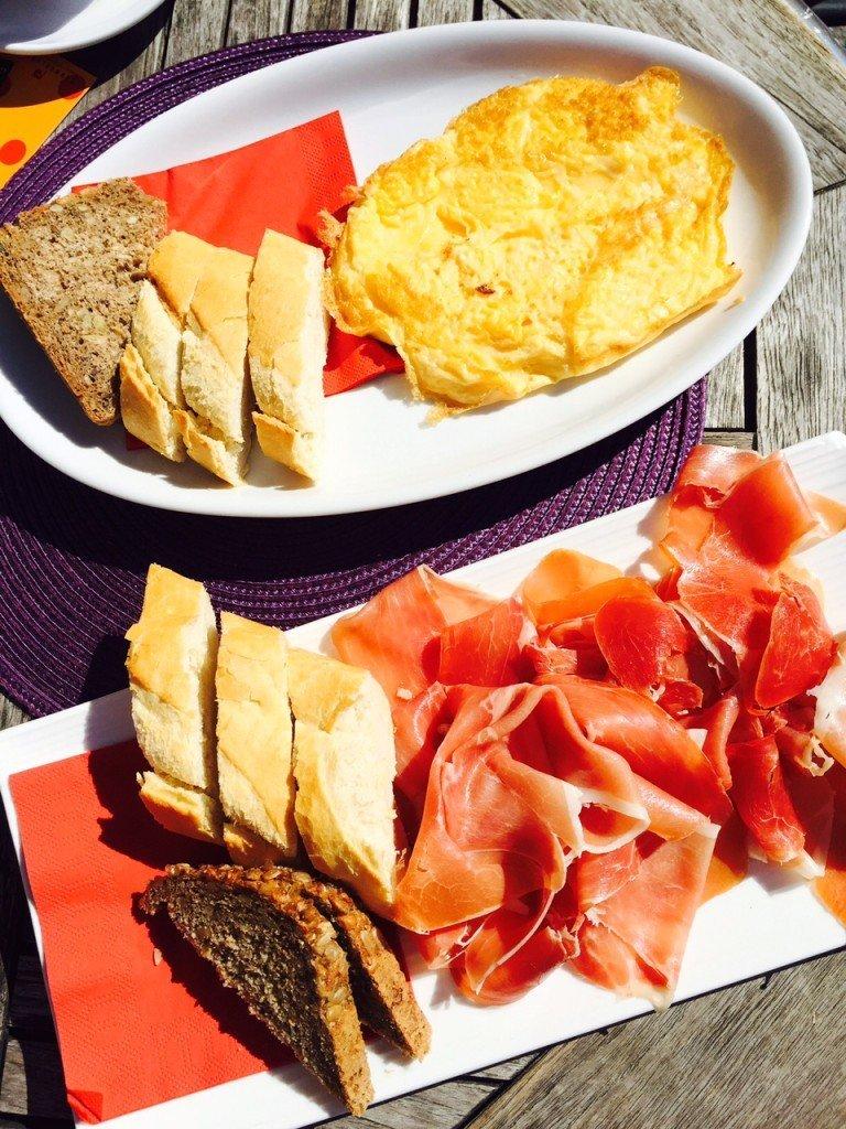 Ontbijt Innsbruck zon Tirol foodblog Foodinista