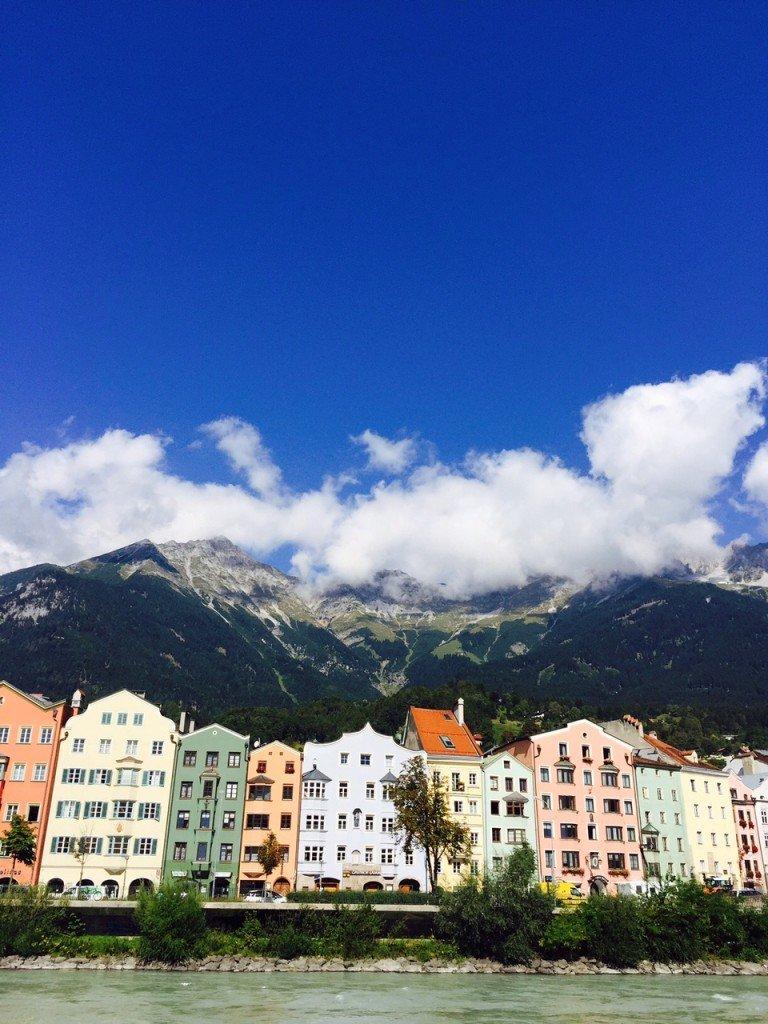 Uitzicht in Innsbruck bij het ontbijt Foodblog Foodinista september eetdagboek