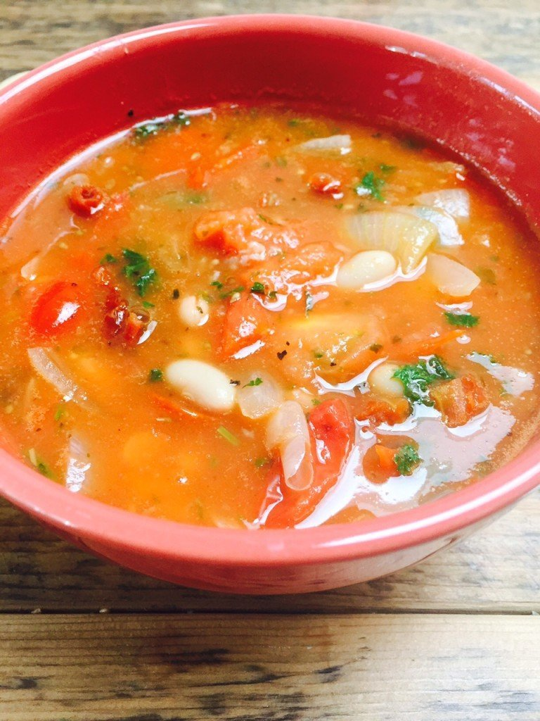 Italiaanse tomatensoep met cannellioni bonen recept foodblog Foodinista