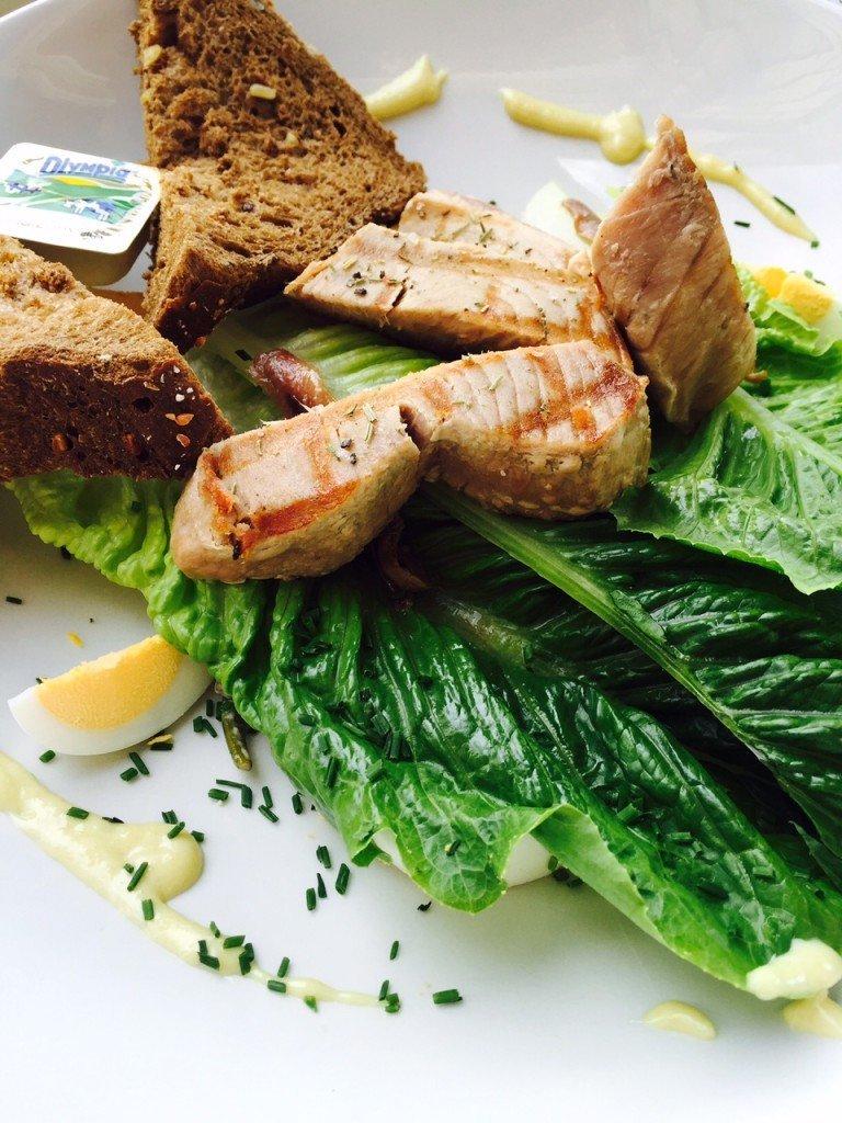 Nicoise Salade met gegrilde tonijn bij Restaurant De waag Leiden