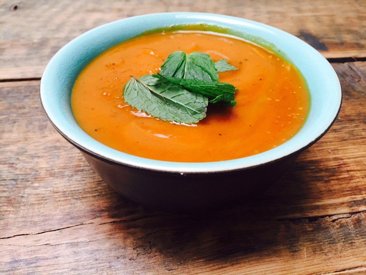 Recepten voor pompoensoep Geroosterde pompoensoep recept foodblog Foodinista