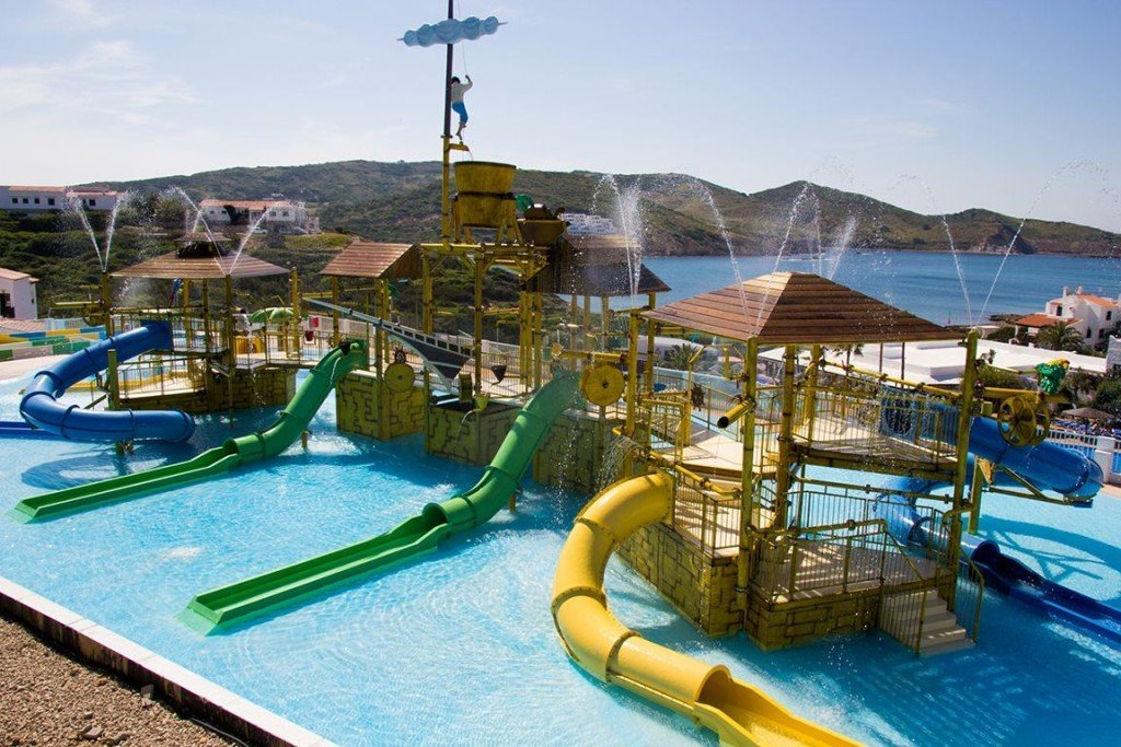Kindvriendelijk Menorca met kidsproof zwembaden bij de hotels