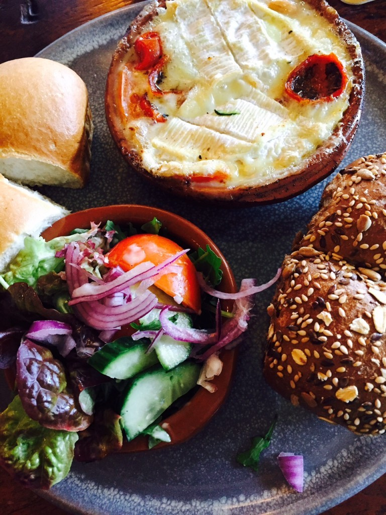 Camembert uit de oven met brood borrelcafé James Sprang Kaatsheuvel lunch