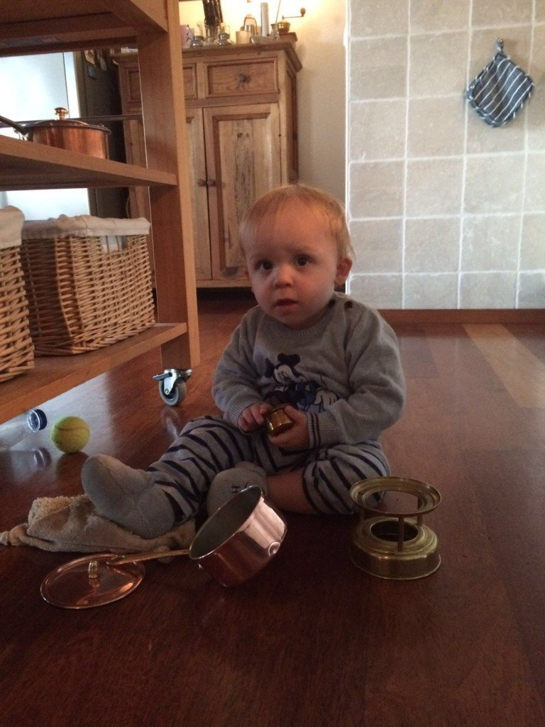 Florian spelen met de pannen