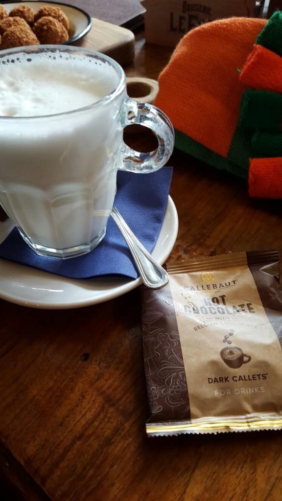 Warme chocolademelk bij Café Anvers in Tilburg