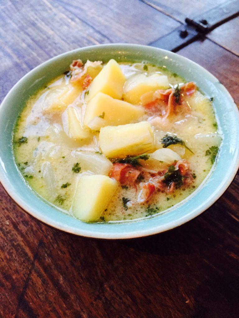 Recept voor Italiaanse aardappelsoep met spekjes van foodblog foodinista