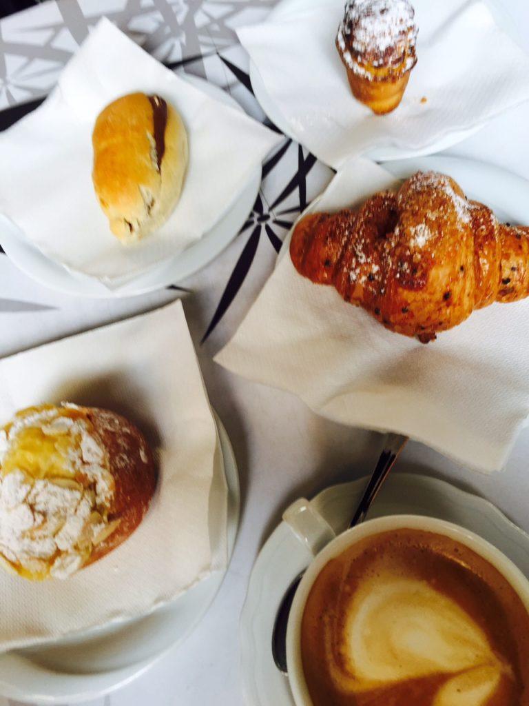 Koffie caffeetje voordelig en lokaal bij Galleria en duomo in Florence Foodblog Foodinista ontdekt Florence