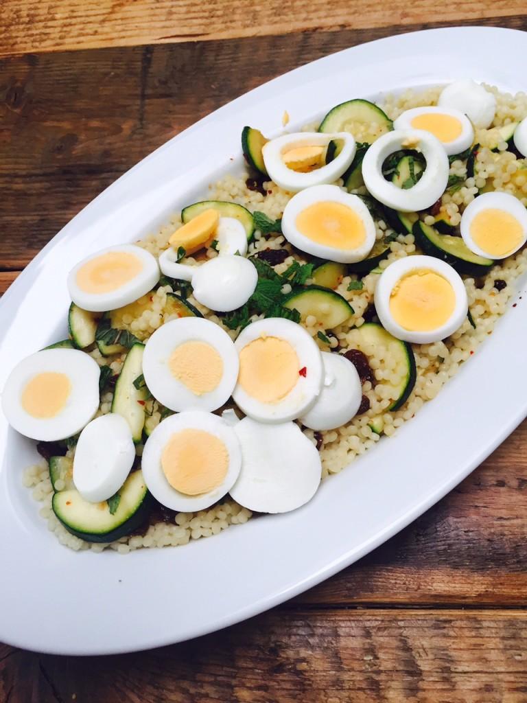 Parelcouscous salade met geroosterde courgette van foodblog Foodinista