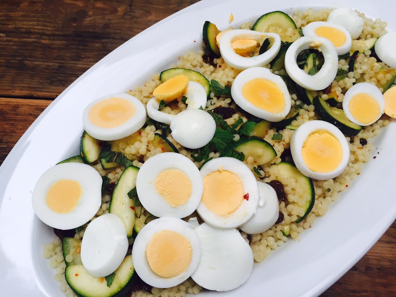 Parelcouscous salade met gegrilde courgette recept foodblog Foodinista