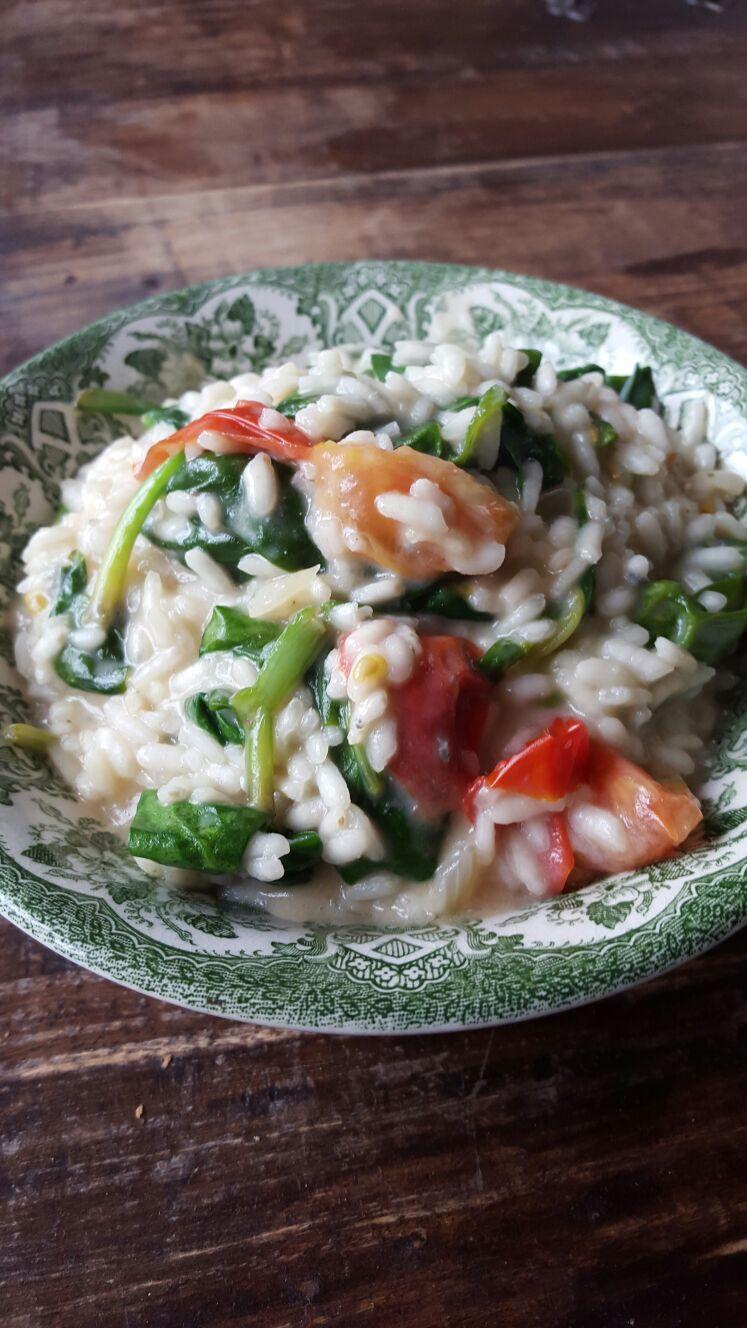 Risotto met spinazie en gorgonzola en tomaat recept van receptblog Foodinista
