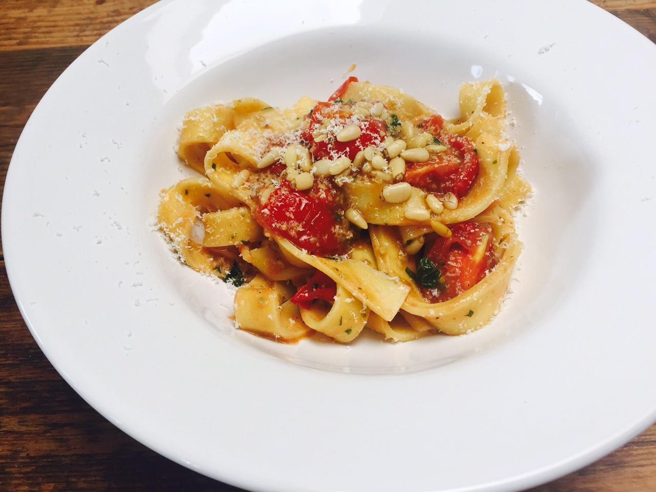 Snelle pasta met cherrytomaatjes recept van foodblog Foodinista