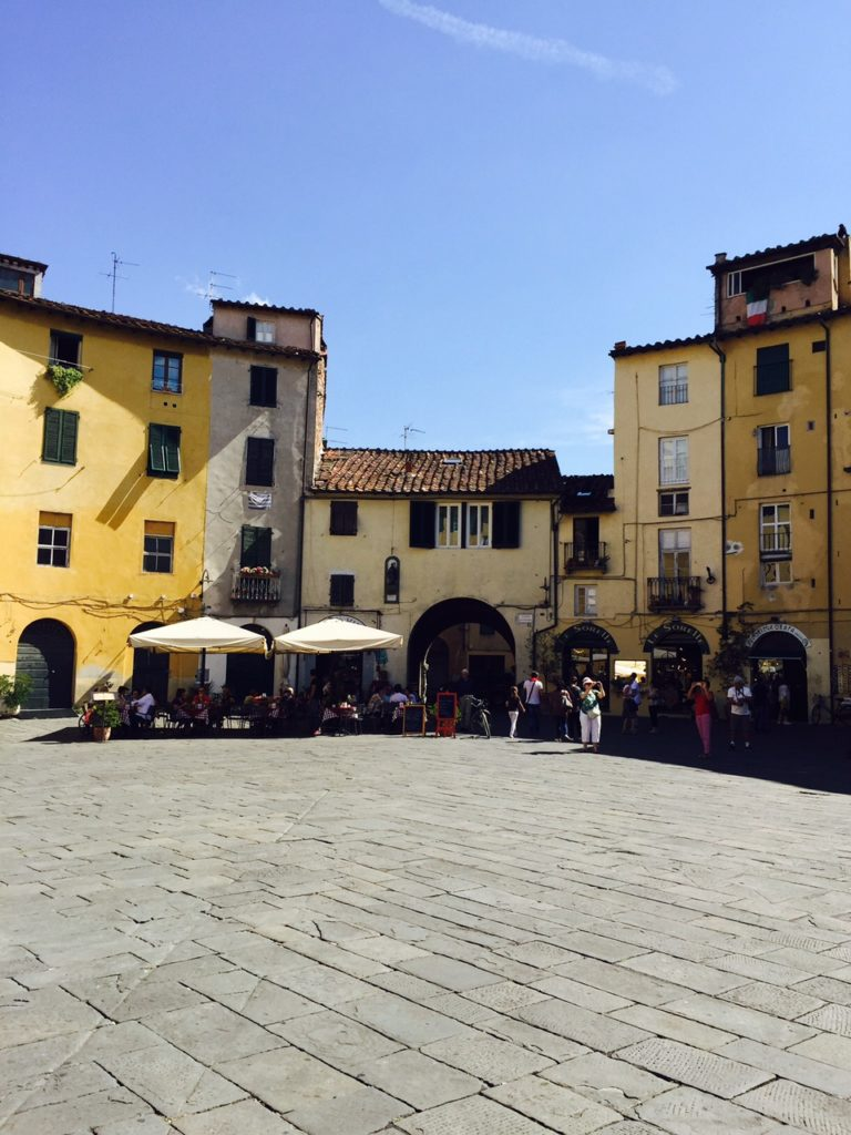 Dagje in Lucca Piazza del Mercato