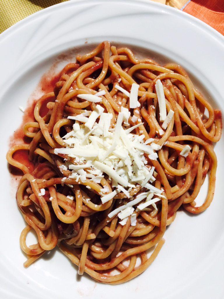 Lunchen bij nonna spaghetti in chianti