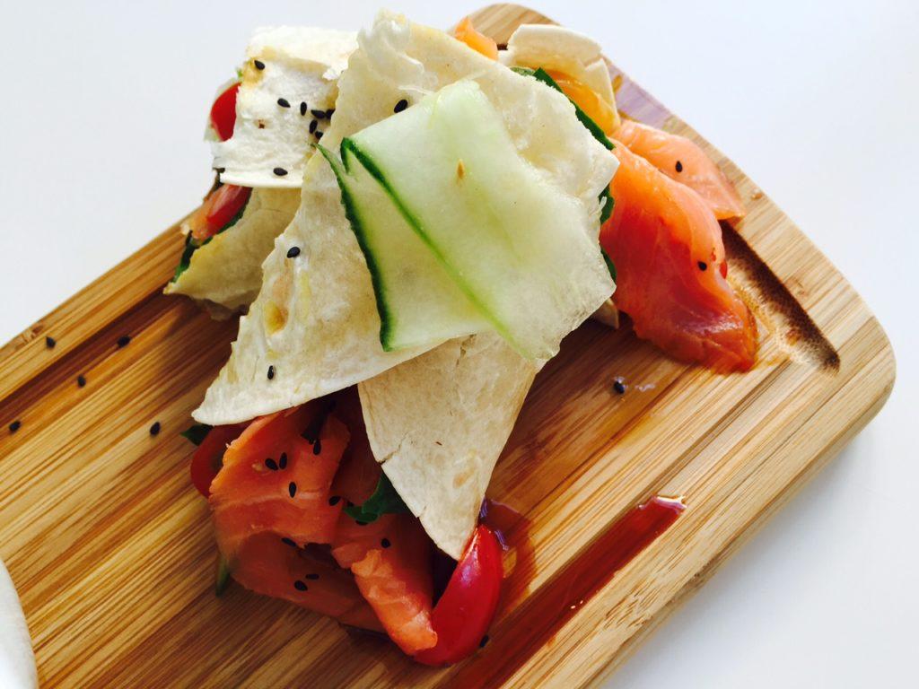 Lunchen in maastricht tussen de kunst bij Kunstlokaal Maastricht tips van Foodblog Foodinista Aziatische wrap met zalm