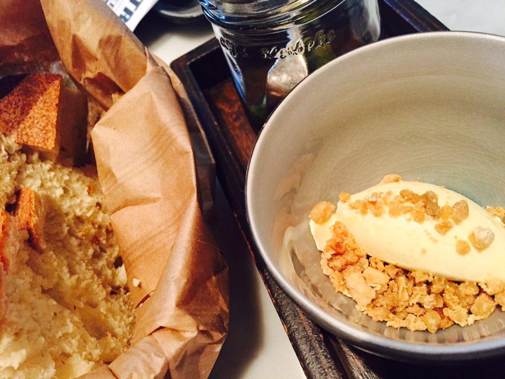 Lunchen bij Ron Gastrobar Amsterdam Foodblog Foodinista brood met smeersel
