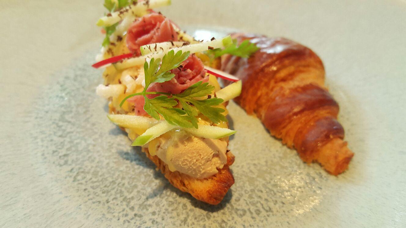Lunchen bij Ron gastro Bar croissantje met Fois Foodblog Foodinista
