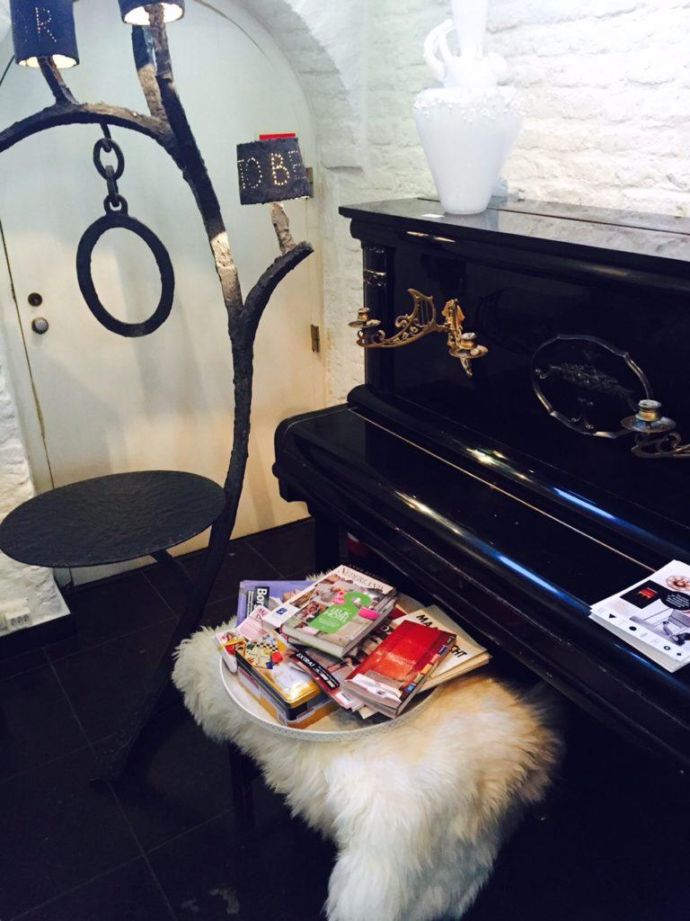 Overnachten in Maastricht bij galerie Dis Hotel entree blogger Foodinista reistips