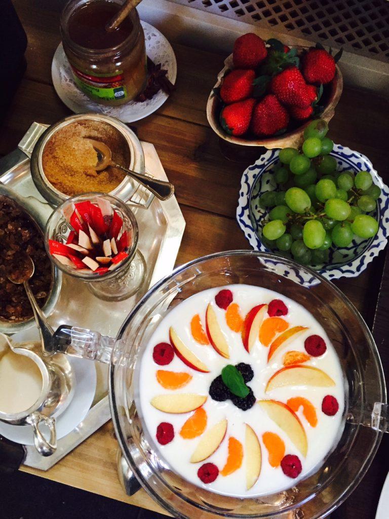 Overnachten in Maastricht bij galerie Dis Hotel ontbijtbuffet blogger Foodinista reistips