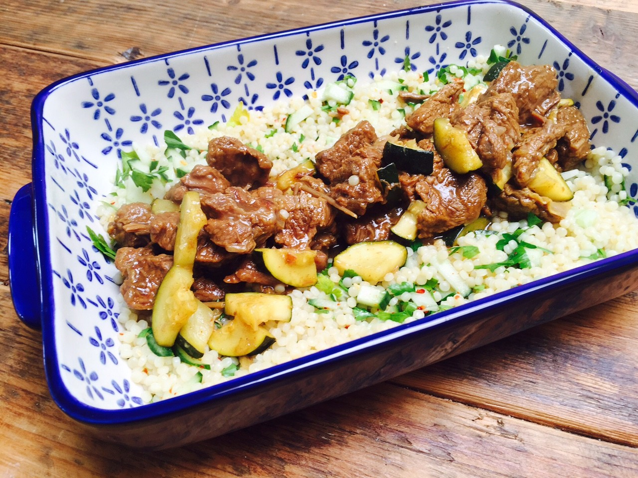 Zomerse stoofschotel met parelcouscous recept van foodblog Foodinista