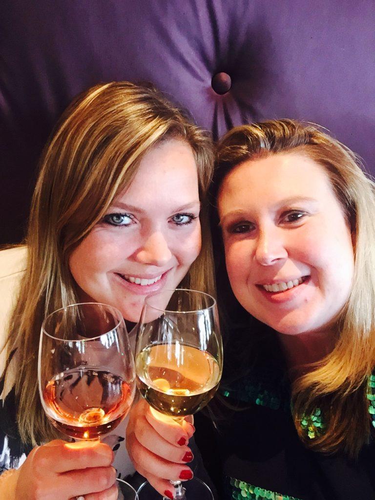 Wijntjes drinken na het Better Event in Amsterdam
