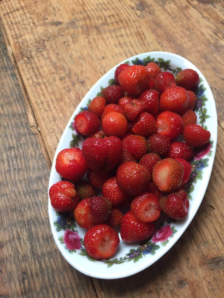Aardbeien uit eigen tuin foodblog Foodinista