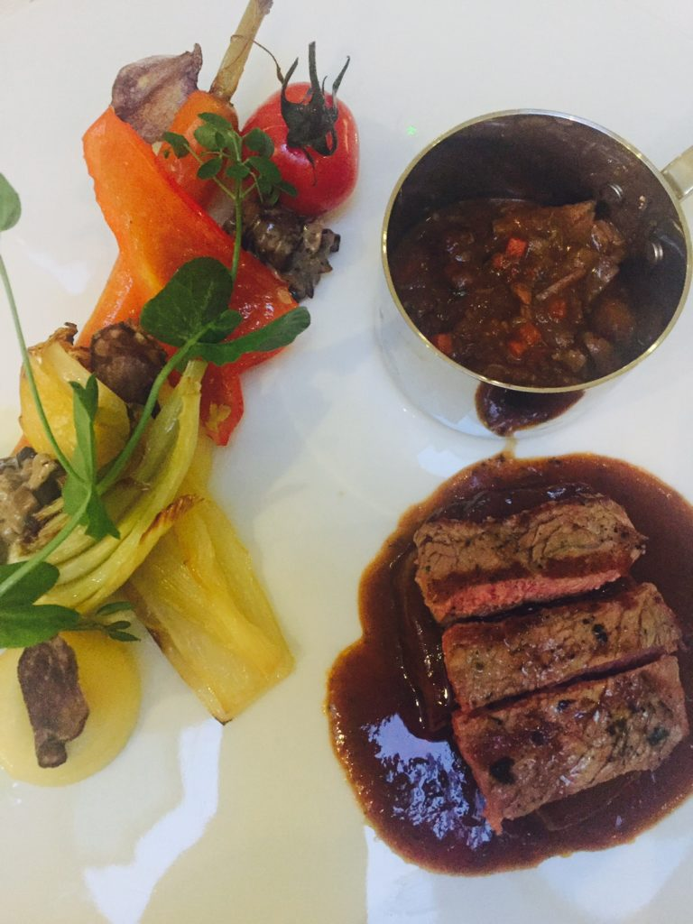 Hoofdgerecht drieluik van kalf bij Kingstreet restaurant Apeldoorn foodblog Foodinista in Apeldoorn