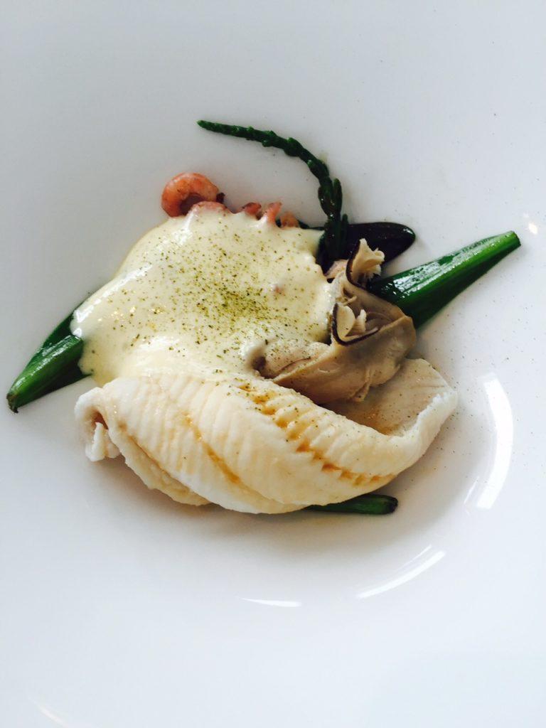 gepocheerde oester met zeekraal bernaise saus garnaaltjes De Fuik