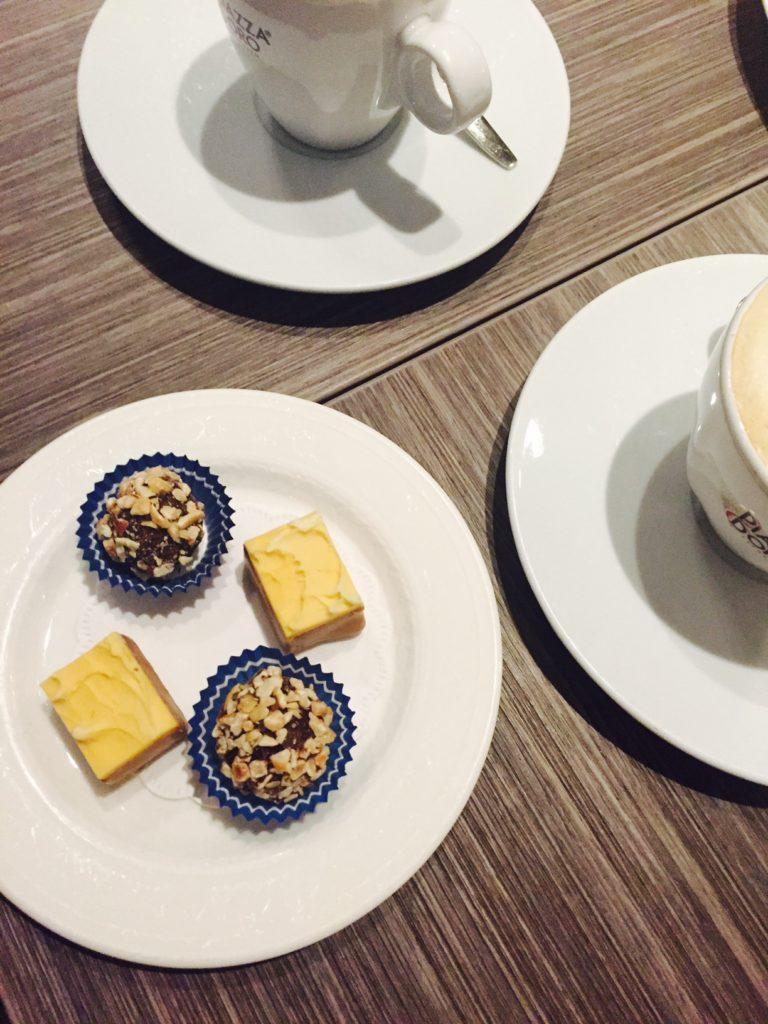 Koffie met huisgemaakte bonbons kingstreet Restaurant Apeldoorn