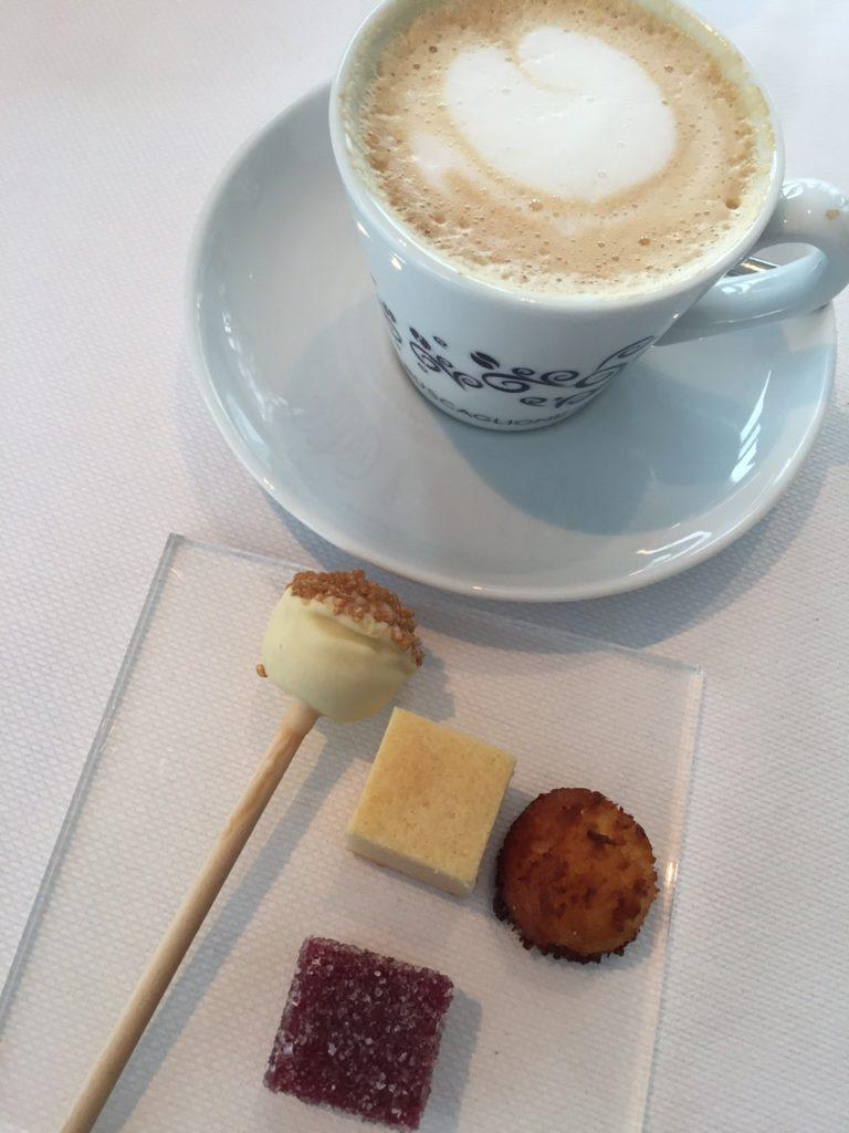 Koffie met snoepjes restaurant De Fuik aalst foodblog Foodinista