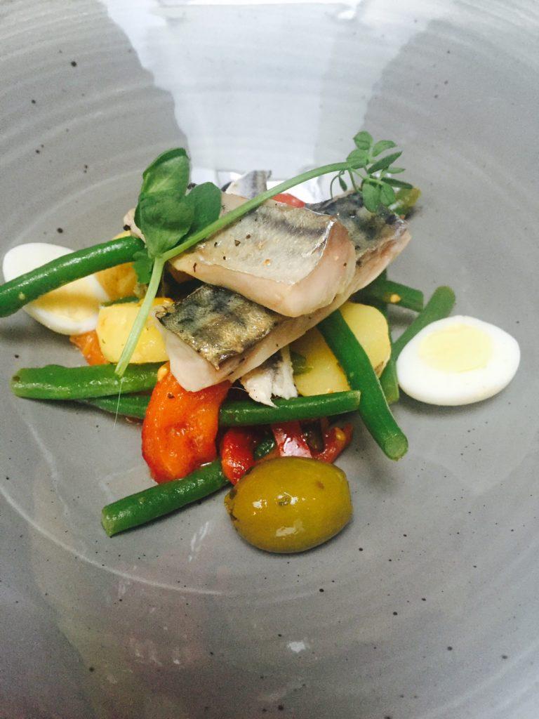 Salade nicoise met makreel bij Kingstreet in Apeldoorn eetdagboek juli van foodblog Foodinista