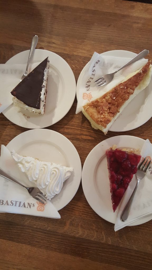 Gebak bij Bastian Baecker foodie in Dusseldorf foodblog Foodinista