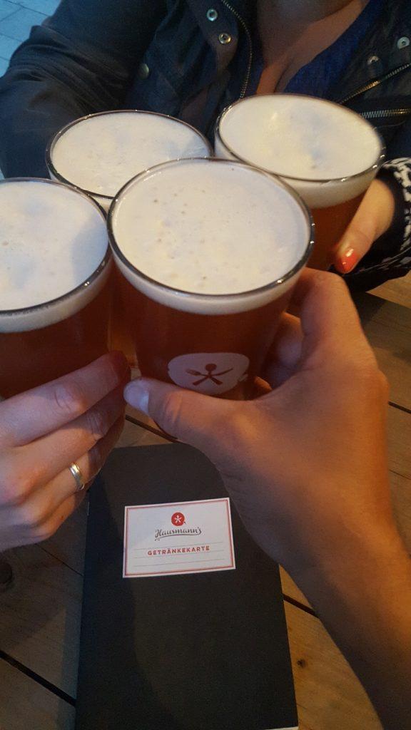 De eerste gebrouwen biertjes bij brauerei Hausmann foodie in Dusseldorf foodblog Foodinista
