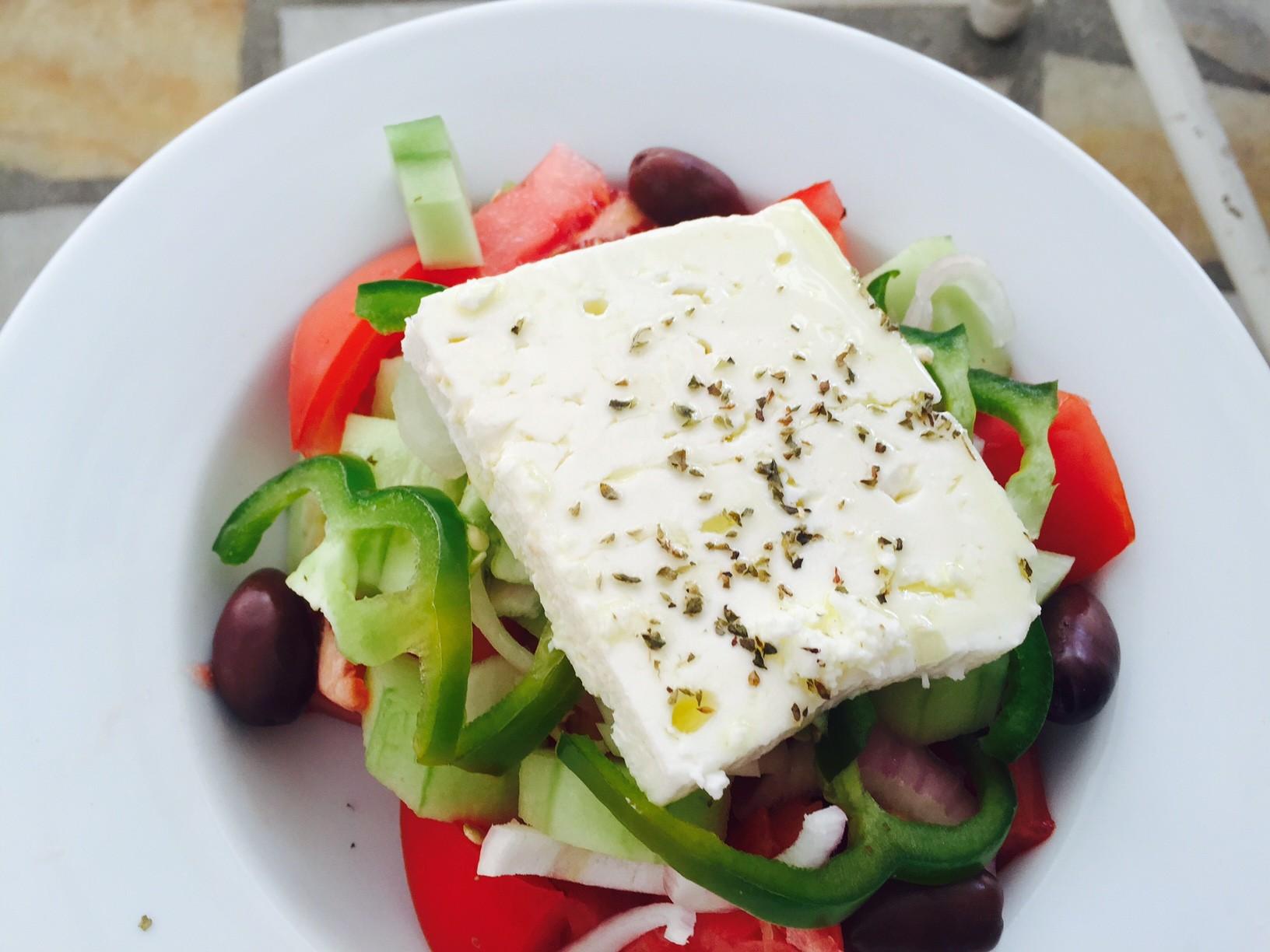 Griekse salade foodie in Naxos foodblog Foodinista
